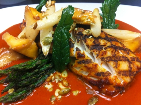 At Red O in LA: poss new menu item: grilled bass w Yuc pipian (red chile,achiote,p'seeds), chanterelles,asparagus