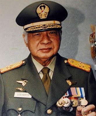 Ketelitian & Kebiasaan Presiden Soeharto Sebelum Tanda-Tangan by @YusrilIhza_Mhd