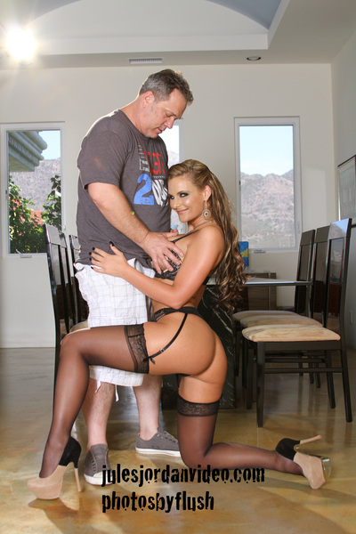 @PMarizzle @julesjordan on a Chris Streams set...He&#039;s a hands on director, lmao