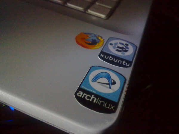 #multiupload asi quedo mi lap despues de #cpmexico #stickers #geek