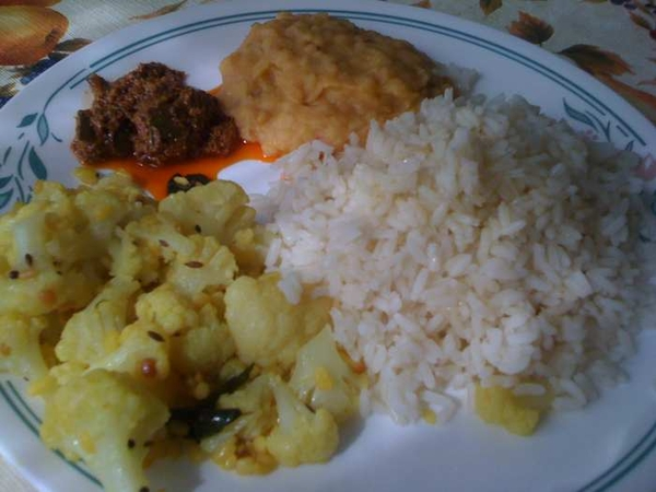 South Indian lunch.. that too home-made.. Good for the hungry hung-over stomach.  #fb