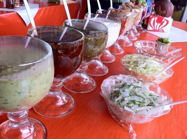 Ensenada Seafood Mkt: El Norteo: 18 dif condiments for the classic fish taco