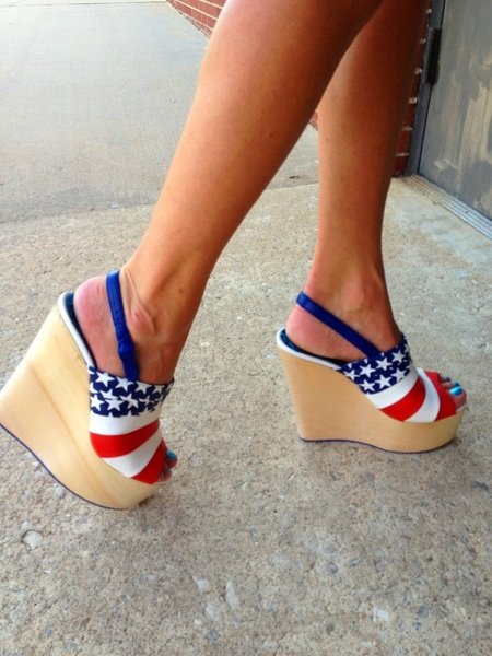 Cool voting shoes!!!!! @mzmartincoyne shows her love for OKC!!