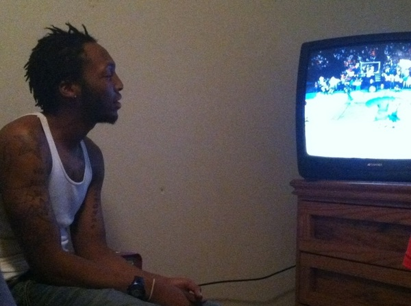 Look how close @CountDaMoneySon is to da tv tho #HIGHLIFE #team504