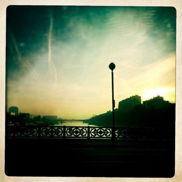 20111121 walking in Paris  4/ Pont Mirabeau sunset #Potd #IPhone4S #Hipstamatic