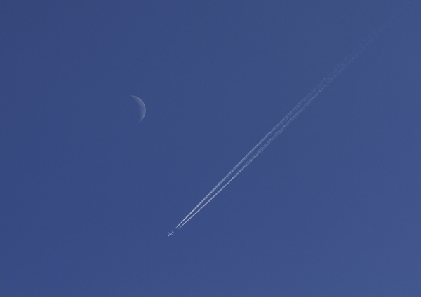 Crescent and line #moonwatch #bbcskyatnight