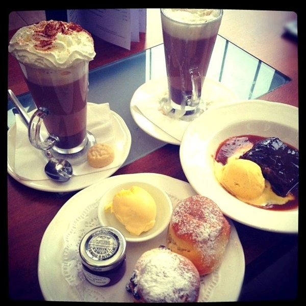 hot choc & cakes after a long hard day of massage, swim, sauna, steam, jacuzzi ♥ @Lucy_Anne
