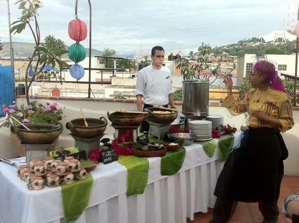 La Olla: Chef Pilar Cabrera explaining to r group everything on her extensive bfast buffet