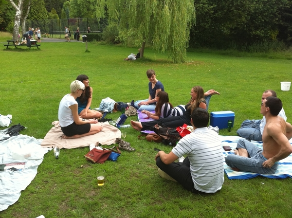 In the park with  @c_cochrane  @ClairHeaviside  @CarlosMorris @reallyDeeDee  @Cashini and more . Good vibes !