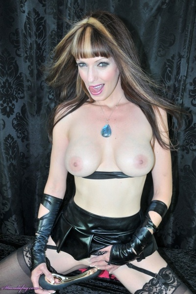 #Sexy #Latex!! A Filthy #MILF from Canada ~ follow @ShandaFay ~ Retweet if you like it!