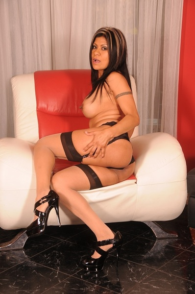 Caliente! Check out & follow @GabbyQuinteros ~