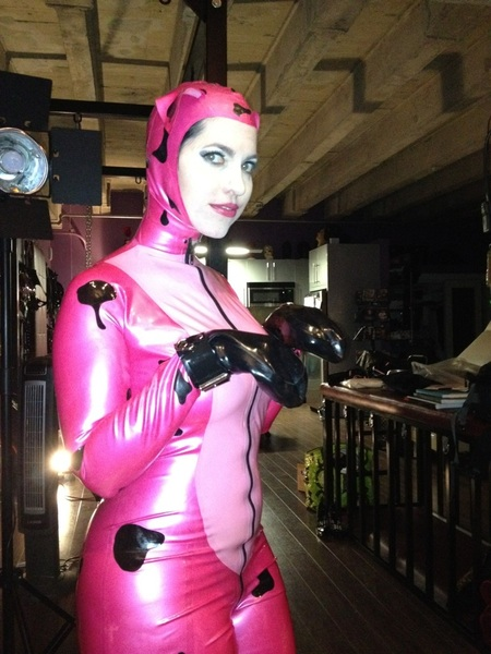 BTS pic Shoot w/ @dominaangelina for @cageofthesoul #latex #puppy #fetish shoot by @surgeonstudios #doggystyle