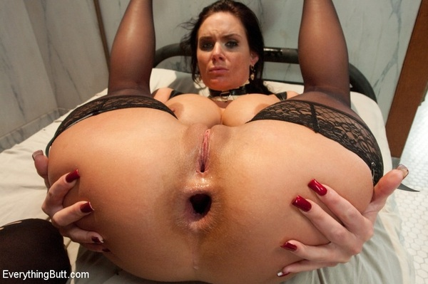 This is #PHOENIXMARIE displaying a little bit of a #gape