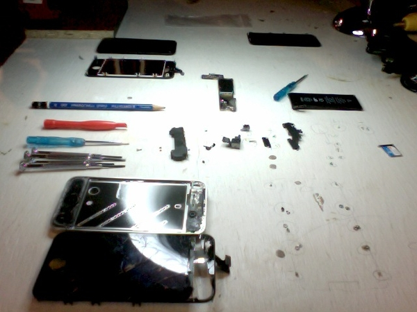 First disassembly of the iPhone 4. Posted using Mobypicture.com