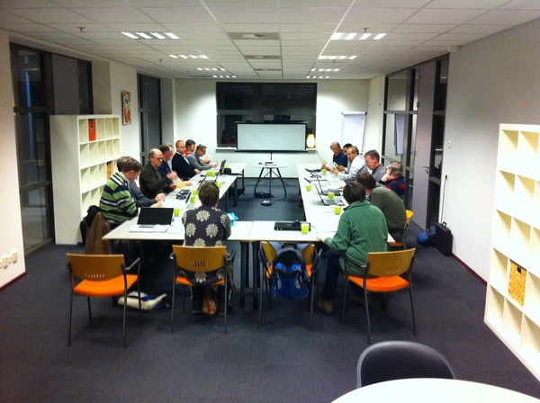 18 people at the kick off of JUG Alphen a/d Rijn, thnx @zininweb for organizing! #jug0172