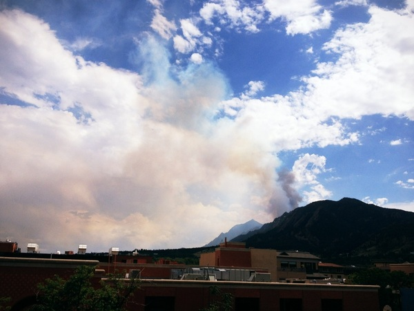 New, bigger, darker plume emerging. :-( #Boulder #BisonFire