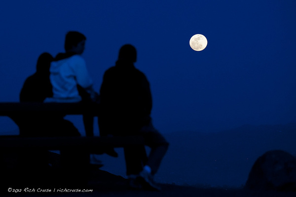 A family watches #SuperMoon rise in San Marcos. @VisitCA