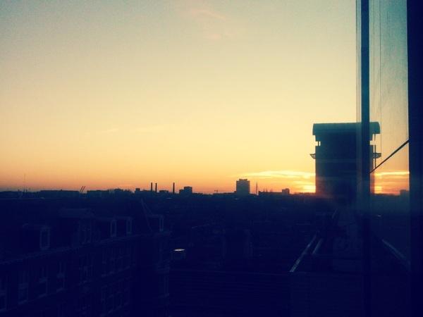 Ondergaande zon boven Utrecht