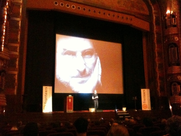 Momentje respect en applaus voor Steve Jobs. #fronteers11